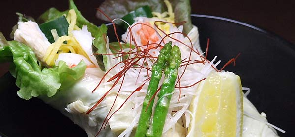 蕎麦ダイニング空楽 湯葉巻きサラダ